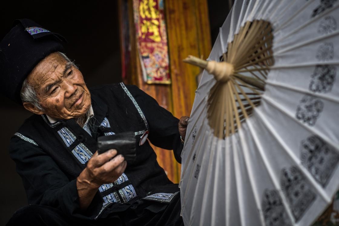 云南:壮乡花伞传承百年技艺
