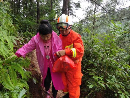 贵州凯里一景区发生山体滑坡 500余名被困人员获救