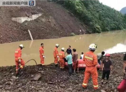 贵州毕节一乡镇发生山体垮塌,致1人死亡6人失联