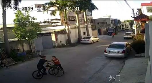 """""""单车版保时捷女司机""""丈夫系村官,家属称无特权"""