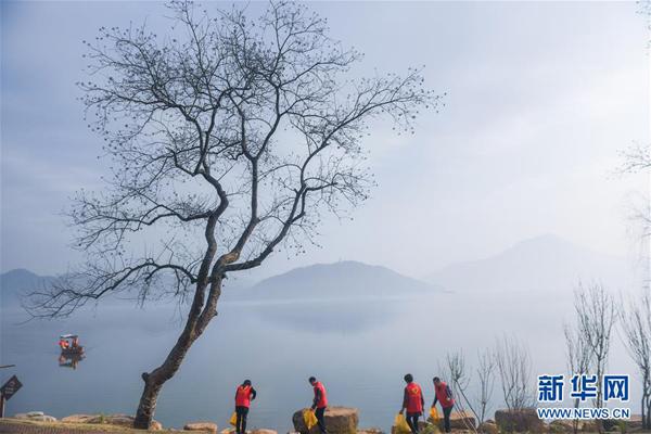 杭州临安:党员巡湖助治水 打造水美新家园